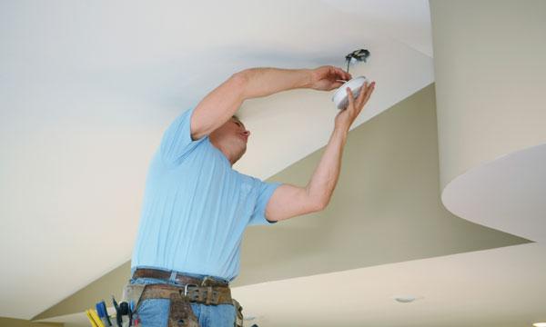 installing-smoke-detector